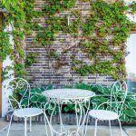 V záhrade je množstvo pútavých detailov v obľúbenom provence štýle.