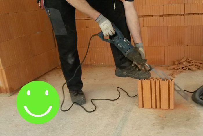 Pri použití vhodného náradia nie je žiadna úprava rozmerov problém. V tomto prípade bola použitá elektrická chvostová píla.
