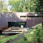 Dom pre päťčlennú rodinu architekta Grondala mal spĺňať niekoľko náročných kritérií – malo ísť o trvalo udržateľnú, environmentálne ohľaduplnú stavbu, ktorá bude v maximálnom súzvuku s okolitou prírodou.