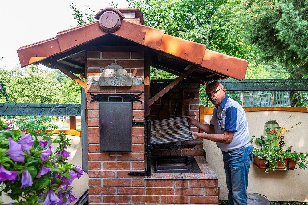 3. Veľmi zaujímavý je grilovací rošt, ktorý tvorí ďalšie príslušenstvo záhradného grilu.