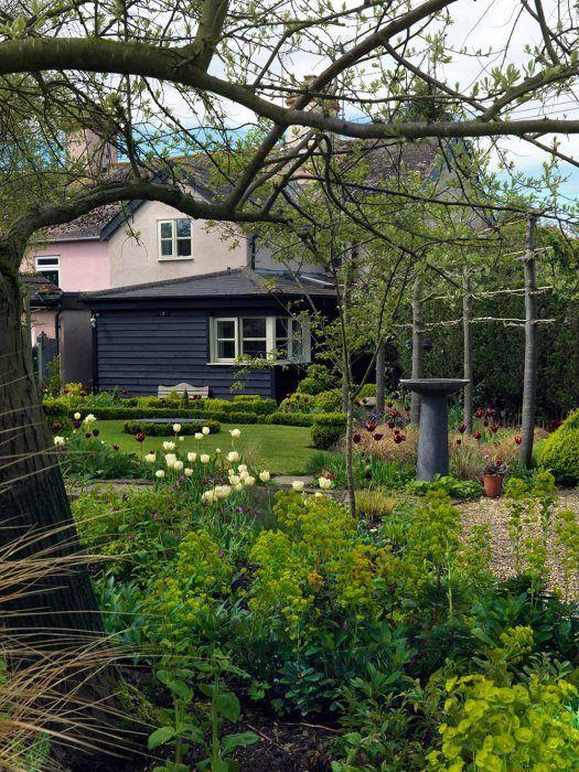 Záhradu začali majitelia zveľaďovať pred viac ako 30 rokmi a stala sa ich spoločnou vášňou.