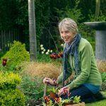 """Corinne sa v 2004 rozhodla odísť do skorého dôchodku, aby sa mohla konečne naplno venovať záhradníčeniu. """"Som veľmi šťastná, že mám Johna, ktorý mi pomáha s výstavbou jednotlivých prvkov. Dokáže vytvoriť všetko, čo si vymyslím,"""" teší sa."""