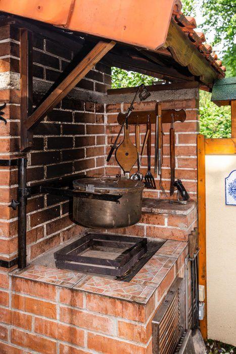11. Takto bezpečne môžeme upravovať jedlo bez toho, že by hrozilo popálenie od horúcej pahreby či ohňa.