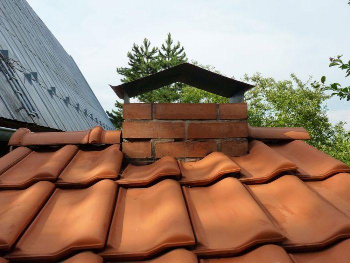17. Plechová strieška nad komínom, ktorá slúži jednak na ochranu pred dažďom, ale aj na zlepšenie ťahu komína.