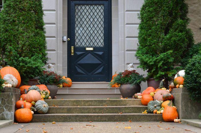 Vstupné schody a tekvičky sú to najjednoduchšie, čím môžte na jeseň vyzdobiť svoj príbytok.