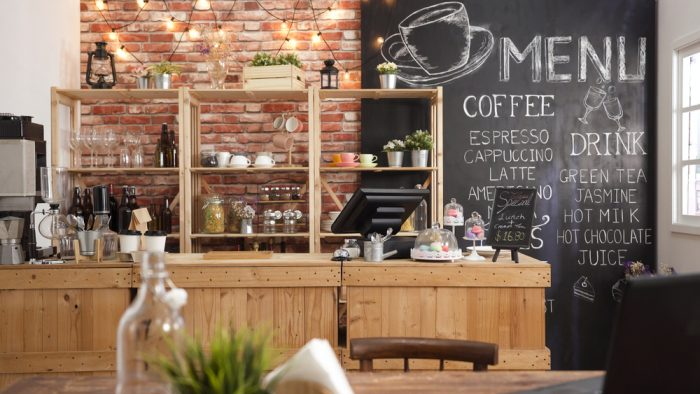 Moderná malá kaviareň, ktorá môže byť inšpiráciou aj do domácej kuchyne.