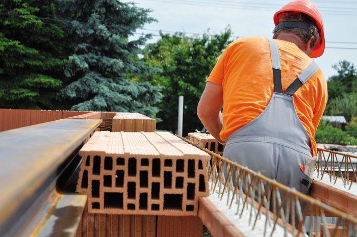 Nosníky sa na murivo rozmiestnia podľa šírky stropných vložiek vkladaných na koncoch stropných nosníkov. Minimálne uloženie stropných nosníkov na nosnom murive je 125 mm. Maximálna medzera medzi hranou stropného nosníka a hranou stropnej vložky je 5 mm.