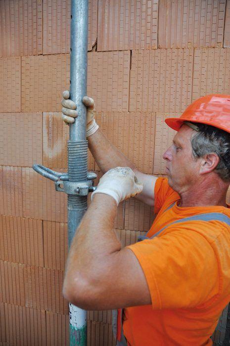 Výška nosníkov sa upraví na potrebný rozmer. Zároveň s podopieraním nosníkov sa navýši rozpätie budúceho stropu.