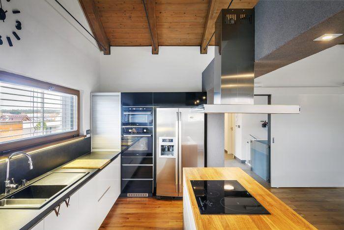"""""""Klientom, ktorí sa rozhodnú vložiť peniaze do pozemku a nákladnej stavby, zdôrazňujem dôležitosť investovať aj do kvalitných prírodných materiálov, príjemných na pohľad i na dotyk,"""" hovorí architektka."""