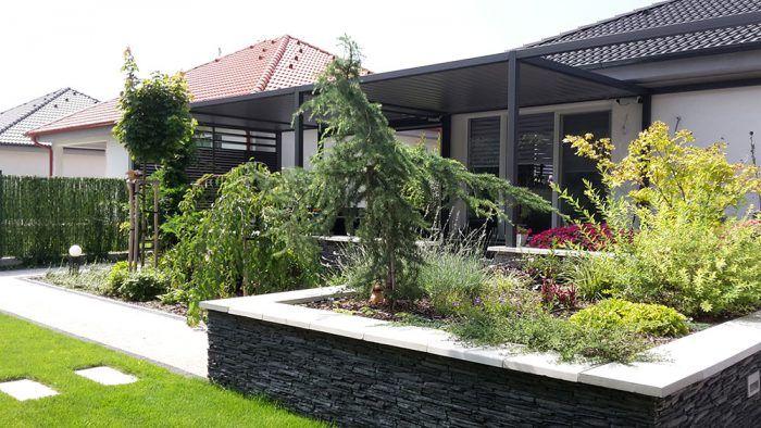 Priestor doprajte nielen rastlinám, ale i sebe. Záhradu netreba za každú cenu zahustiť zeleňou či záhonmi s okrasnými kvetmi. Vytvorte si miesto, kde sa môžete prejsť, sadnúť si, ľahnúť si, tancovať. Jednoducho priestor, kde sa môžete nadýchnuť vy, vaše deti i váš pes.