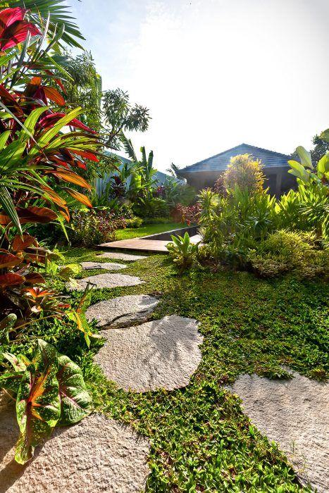 Záhradný architekt odporučí vhodné úpravy, ktoré vám môžu zjednodušiť neskoršiu starostlivosť o záhradu. Ak však nemáte na údržbu dostatok času, môžete osloviť šikovného záhradníka, ktorý sa vám o záhradu bude pravidelne starať.