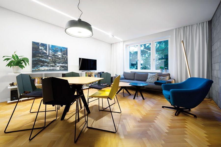 Trojizbový byt z 50. rokov minulého storočia kúpila mladá dvojica v pôvodnom stave. Jeho radikálna rekonštrukcia trvala šesť mesiacov, výsledok však rozhodne stojí za to.