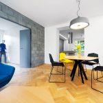 """""""Koncept je založený na jednom priestore, ktorý sa definuje podľa potreby, nie na jednotlivých oddelených miestnostiach s pevne danou funkciou. Kompozícia nábytku potom dotvára obraz životného štýlu užívateľov."""" architekti Šercel a Švec"""