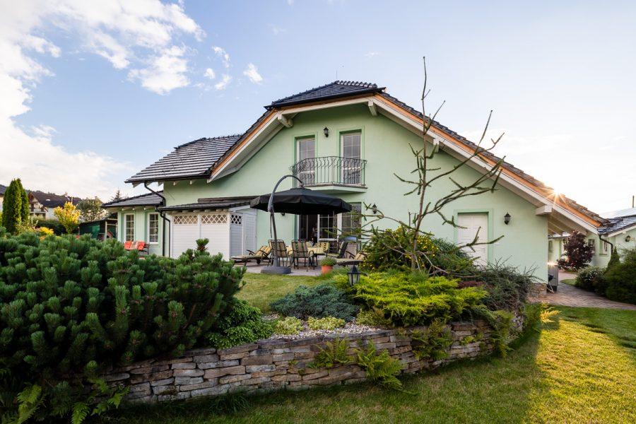 rodinný dom z tehly so záhradou