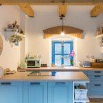 mlyn zrekonštruovaný na bývanie na samote pri Banskej Štiavnici, interiér kuchyne