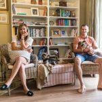 Obyvatelia domu, Veronika a Peter v obývačke