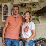 Obyvatelia domu, Veronika a Peter v kuchyni