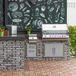 sivá tehlová kuchyňa