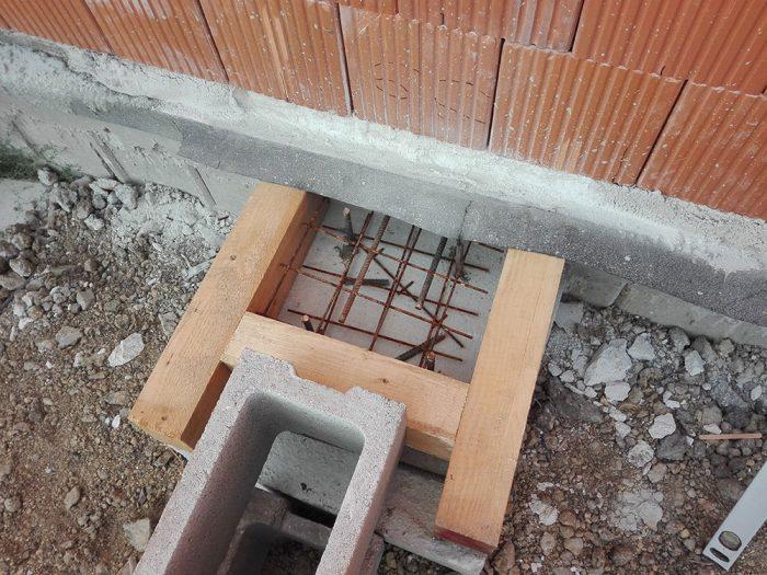 detail na základ murovania komína