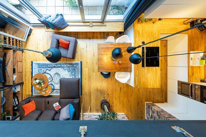 pohľad z hora na obývaciu izbu