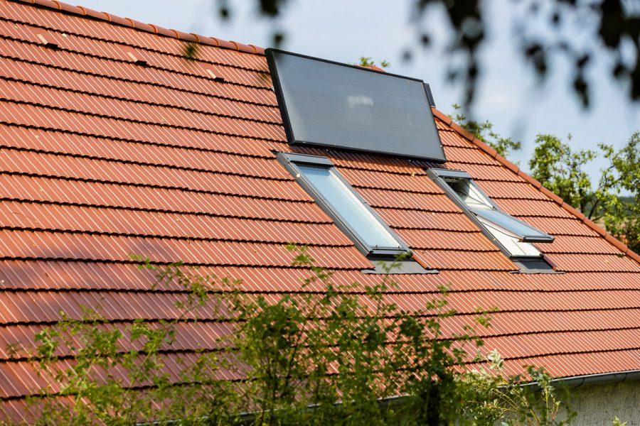 strecha so strešným oknom