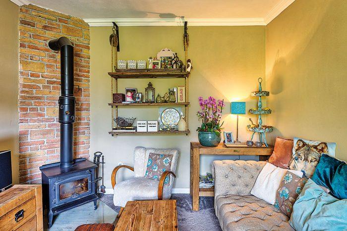 obývačka vo vintage štýle s kachľami