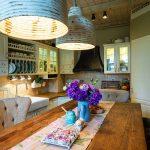 masívny drevený kuchynský stôl