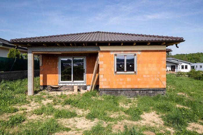 tehlový bungalov bez fasády