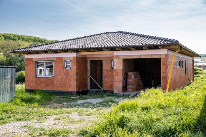 dom z boku bez okien