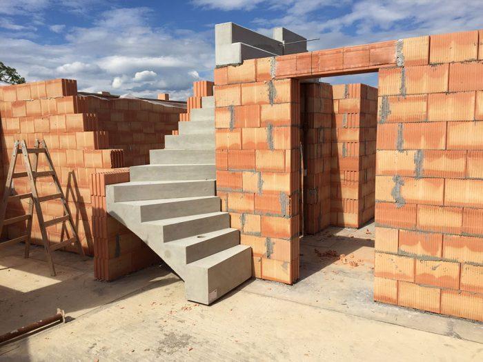 tehlové schody