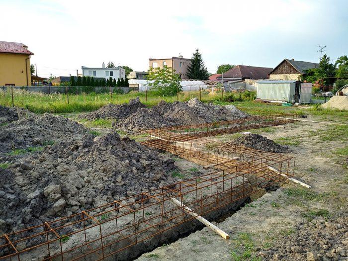 začiatok stavby