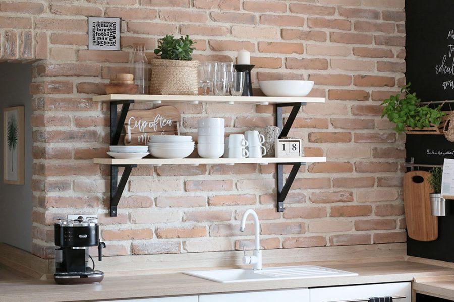 kuchynská tehlová zástena