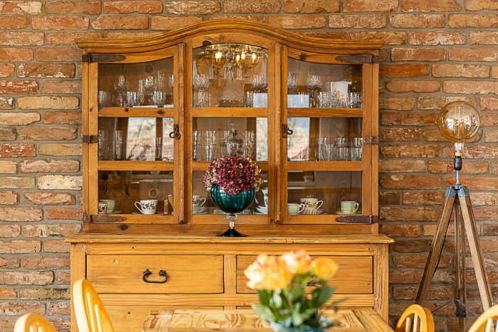 drevená vitrína