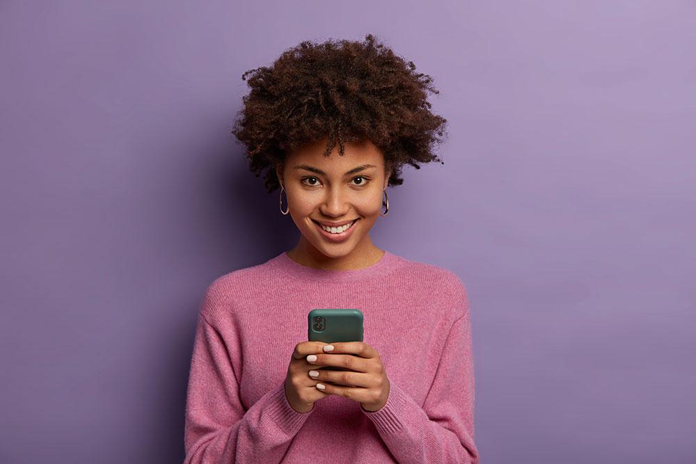 žena na mobile