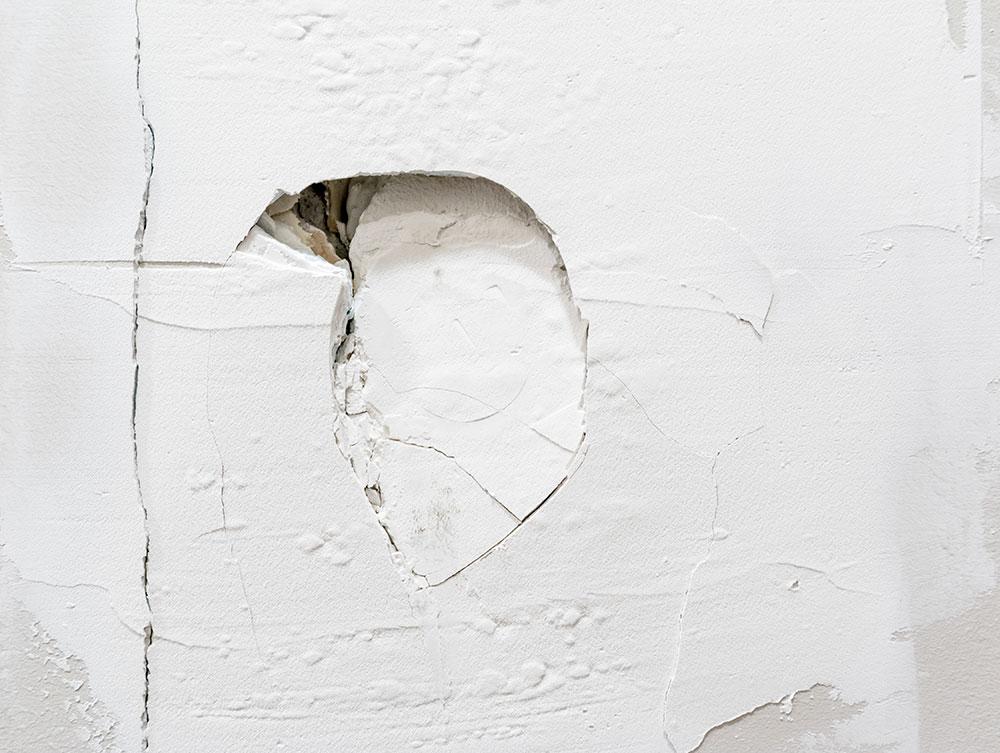 rozbitá stena