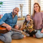 robo opatovský s manželkou a dcérou v novom dome