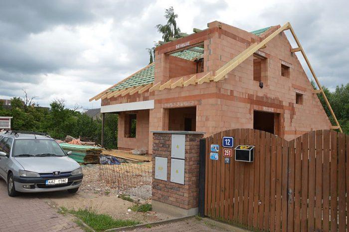 Heluz hruba stavba strecha